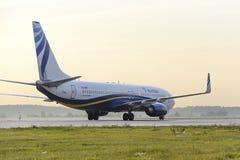 Mit einem Taxi fahren Nordstar-Fluglinien Boeing-737 Stockbild