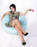 Mit einer Blume auf einem Kissen Lizenzfreie Stockfotografie