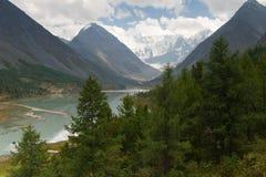 Mit einer Kappe bedeckte Berge Lizenzfreies Stockfoto