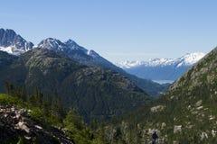 Mit einer Kappe bedeckte Berge Sceanic Weiß in Alaska Stockbild
