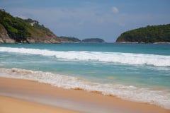 Mit gelbem Sand auf dem Strand Lizenzfreie Stockfotos