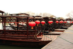 Mit hölzernem Bootsporzellan der Laternen stockbilder