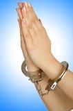 Mit Handschellen gefesselte Hände Stockbild