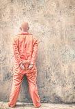 Mit Handschellen gefesselter Gefangener in Gefängnis-Wartetodesstrafe Stockbild