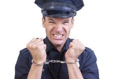 Mit Handschellen gefesselter Polizeibeamte Stockbilder