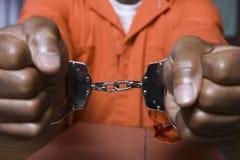 Mit Handschellen gefesselter Verbrecher Lizenzfreies Stockfoto