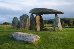 Mit Kammern versehenes Grab Pentre Ifan in Wales Stockfotos