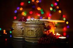 Mit kutia - traditionelles Weihnachtssüße Mahlzeit in Ukraine, in Weißrussland und in Polen, auf Holztisch, rollen heller Hinterg Lizenzfreies Stockfoto