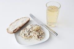 Mit Musik, forte formaggio di Handkaes della tela di iuta con sidro Fotografia Stock Libera da Diritti