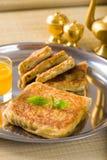 Mit Mutabbaq ein populäres Araberramadan-Lebensmittel wo Brot, wenn Sie angefüllt werden Stockfotos