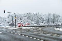 Mit Salz vorbereitete Straße während des Winters Lizenzfreies Stockfoto