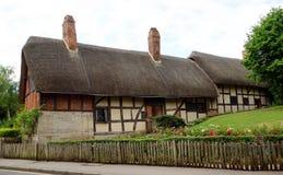 Mit Stroh gedecktes Häuschen, England. Stockfotografie