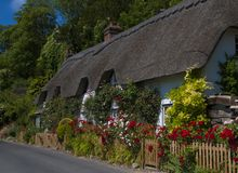Mit Stroh gedecktes Häuschen, Wherwell, Hampshire, England lizenzfreie stockfotografie
