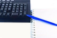 mit Tastatur arbeiten, eine Schreiberspitze, um hereinzukommen Stockbilder