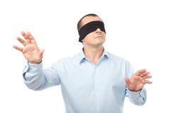 Mit verbundenen Augengeschäftsmann Lizenzfreies Stockfoto