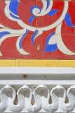Mit Ziegeln gedeckte afrikanische Wand lizenzfreie stockbilder
