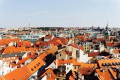 Mit Ziegeln gedeckte Dächer, des alten Prags Stockfotos
