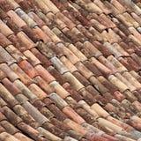 Mit Ziegeln gedeckte Dachbeschaffenheit. #1 Stockbilder
