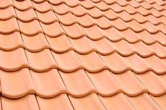 Mit Ziegeln gedeckte Dachbeschaffenheit Stockbild
