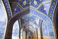 Mit Ziegeln gedeckte orienta Lichtbogen auf Jame Abbasi Moschee lizenzfreies stockfoto