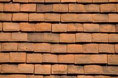 Mit Ziegeln gedeckter Dachhintergrund Stockfoto
