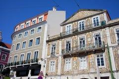 Mit Ziegeln gedecktes Gebäude in Chiado-Bezirk von Lissabon Stockbild