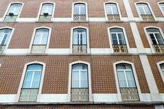 Mit Ziegeln gedecktes portugiesisches Gebäude-Äußeres Lizenzfreies Stockbild
