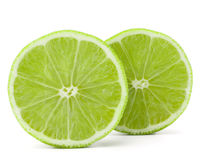 Mitad de la fruta de la cal de la fruta cítrica aislada en el recorte blanco del fondo Imagen de archivo