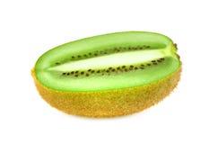 Mitad de la fruta de kiwi en el fondo blanco Foto de archivo