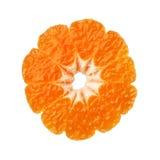 Mitad de la mandarina de la clementina aislada en el fondo blanco fotografía de archivo