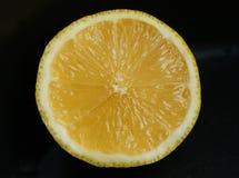Mitad de un limón imágenes de archivo libres de regalías