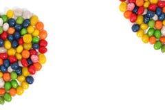 Mitad del corazón hecha de dulces multicolores con la pasa Imagen de archivo