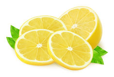 Mitad del limón y de pedazos en blanco Fotografía de archivo