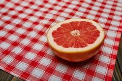 Mitad del pomelo Foto de archivo libre de regalías