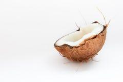 Mitad del primer del coco en un fondo blanco Fotos de archivo