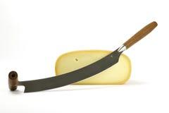 Mitad del queso con el cuchillo Fotos de archivo libres de regalías