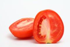 Mitad del tomate cortada en blanco. Imagen de archivo libre de regalías