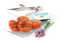 Mitades asadas a la parilla del tomate Fotos de archivo libres de regalías