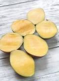 Mitades del mango Fotografía de archivo