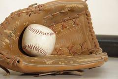 Mitaine de base-ball de cru image libre de droits