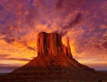 Mitaine occidentale de vallée de monument au ciel de coucher du soleil photo stock