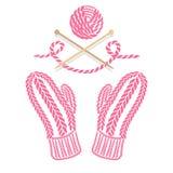 Mitaines, écheveau et aiguilles tricotés par rose Images stock