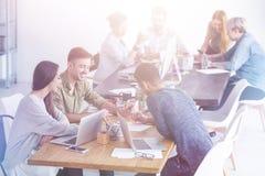 Mitarbeiter, die kreativ sind Lizenzfreie Stockbilder