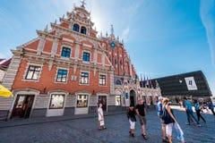 Mitesser bringen und Museum der Besetzung von Lettland unter stockfotografie
