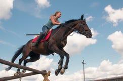 Mitfahrer auf dem Pferd Stockbild