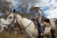 Mitfahrer des weiblichen Pferds stockfoto