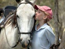 Mitfahrer des weiblichen Pferds stockbild