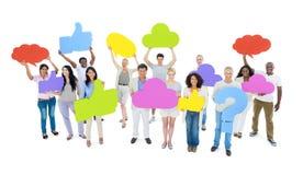 Mitgeteilte Gruppe von Personen mit Sprache-Blasen Stockbild