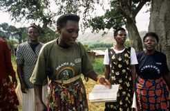 Mitglieder der GemeinschaftsReproduktionsgesundheit-Arbeitskräfte, Uganda stockbild