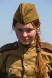 Mitglieder des roten Sterngeschichtsvereins tragen historische sowjetische Uniform während der historischen Wiederinkraftsetzung  Stockfoto